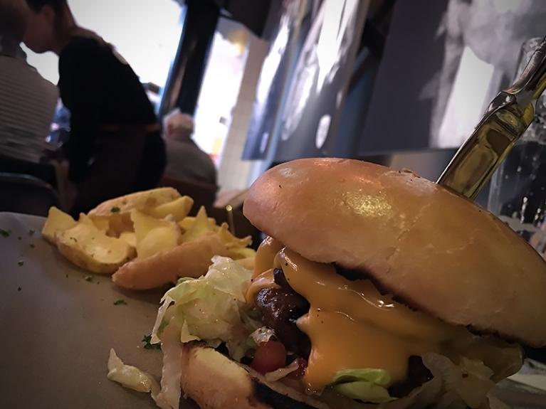 Luxe Hamburgers van de lavagrill!